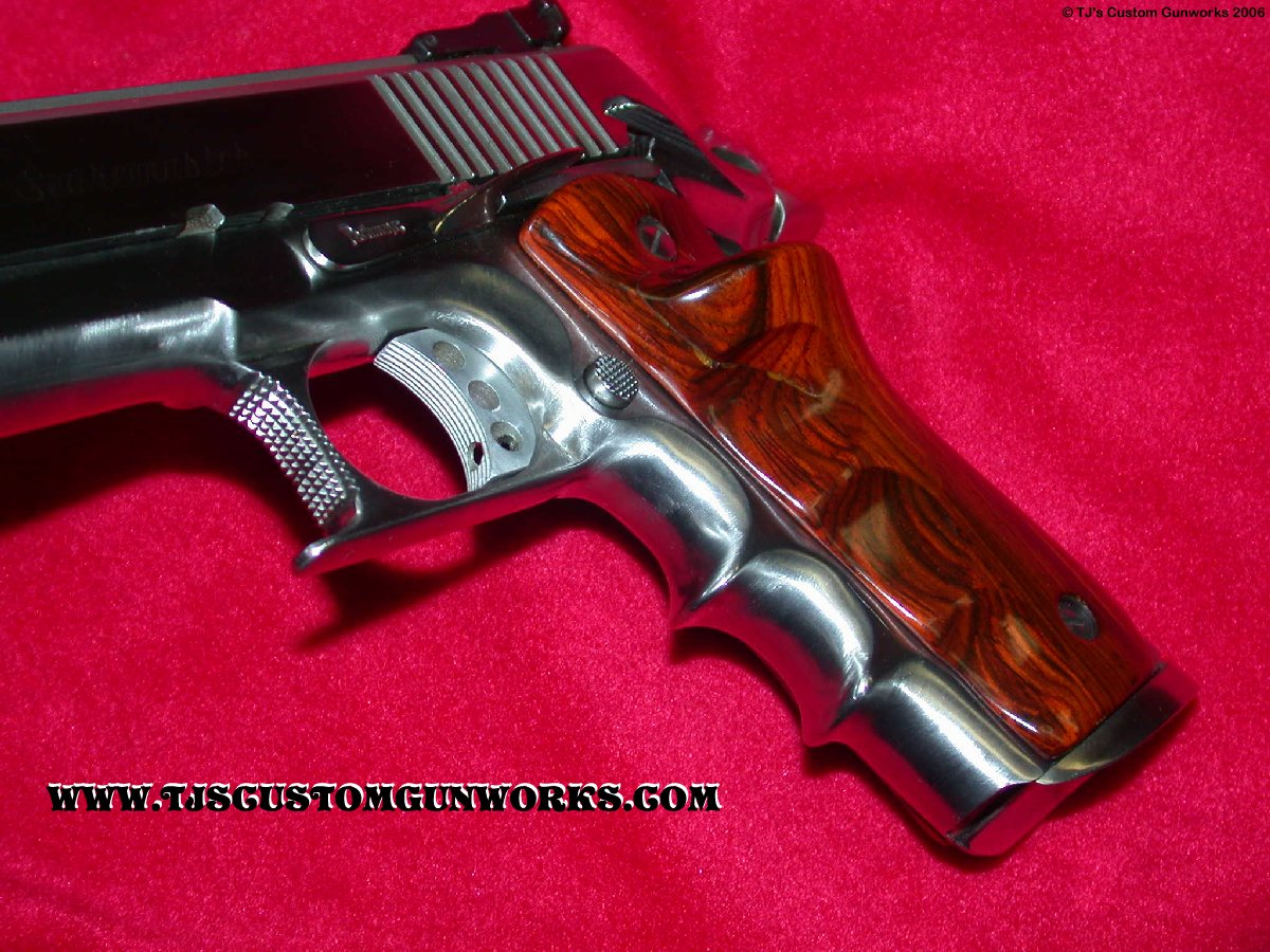 Custom Finger Groove Stainless 1911 45 Comp Gun